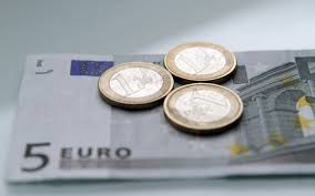 Euro Slides as Weak Q4 Data Take Shape